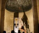 2011 Milano Basilica di San Lorenzo Maggiore Installazione Sagitta - 1984 Cartapesta cm. h 320 x 97 x 110