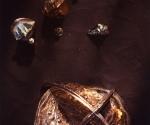Installazione con Meteora grande - 1992 Bronzo cm. 85 Ø