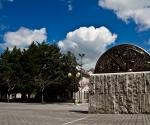 Monumento alla Pace Troia (Fg)  Sole Nascente - 1997 Bronzo e pietra di Apricena